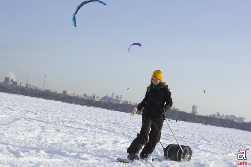 Сноубордистка и буксировщик лыжника «Снегирь», сноубордист, буксировщик лыжника, девушка на сноуборде, девушка-сноубордистка