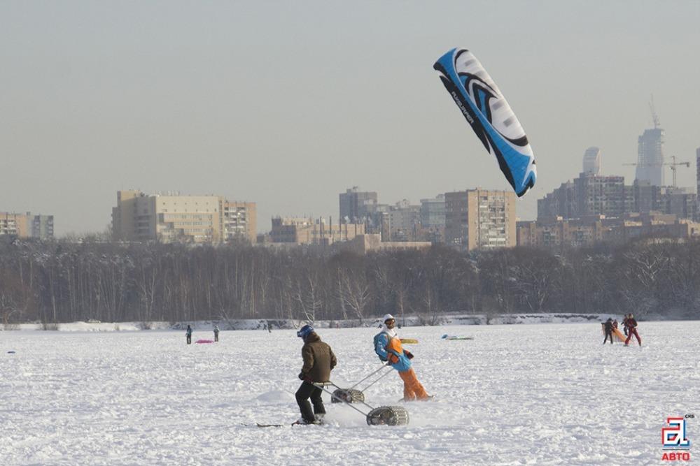 Сноубордисты и буксировщики лыжника «Снегирь», сноубордисты, буксировщики лыжника, парень на сноуборде